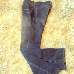 Levi's, 518, vintage- super low boot cut.